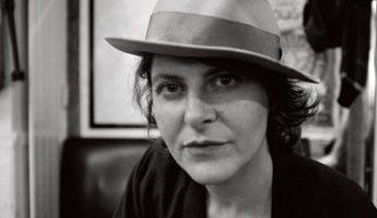 """Müzikal Okuma: Lucie Land – """"Bunun beni ele geçirmesini seviyorum, öyle ki bir meslek haline bile dönüştürebilirim"""""""